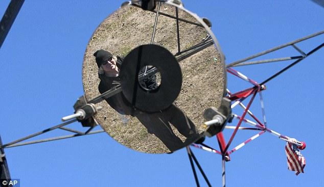 Дальнобойщик из Юты построил самый большой любительский телескоп в мире с диаметром зеркала 1,8 метра