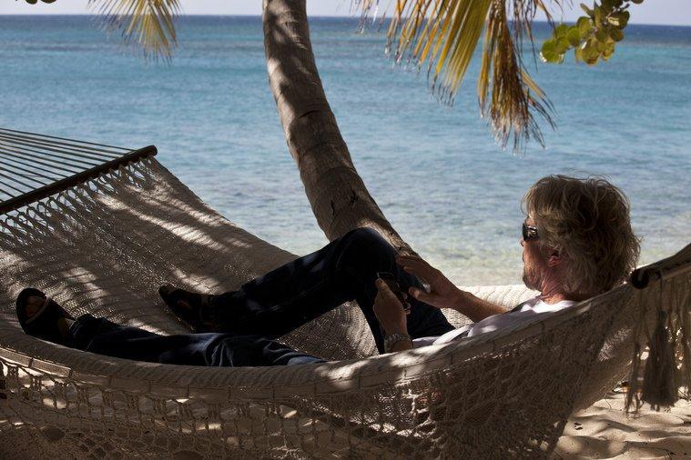 Как Ричард Брэнсон разрешил сотрудникам своих офисов уходить в отпуск в любое время и на любой срок